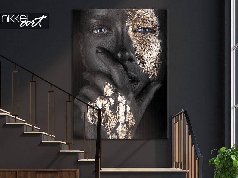 Foto auf Leinwand Frau mit goldenen Akzenten