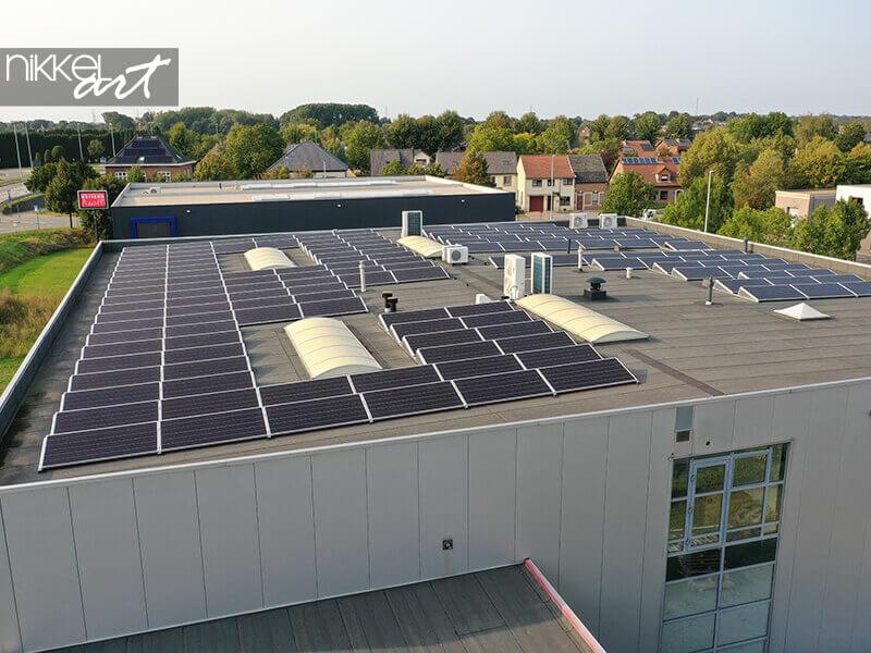 Sonnenkollektoren auf unserem Dach