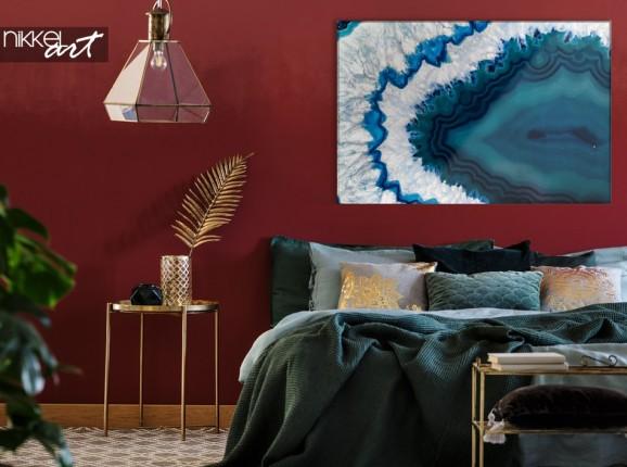 Glasmalerei mit blauem Kristall