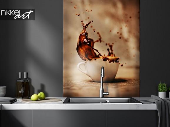 Küchenrückwand aus Glas mit Kaffeespritzer