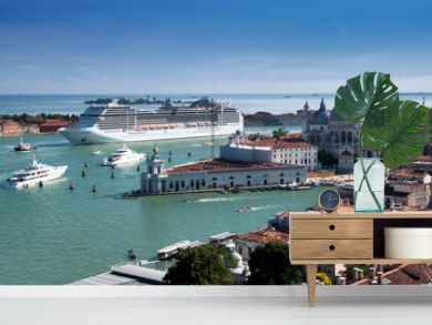 Stock Photo: Cruise ship in Venice