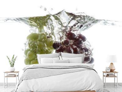 Wine grapes splash