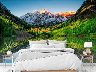 Sunrise at Maroon bells lake