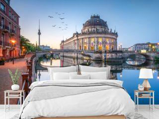 Museumsinsel mit Bode Museum und Fernsehturm in Berlin, Deutschland
