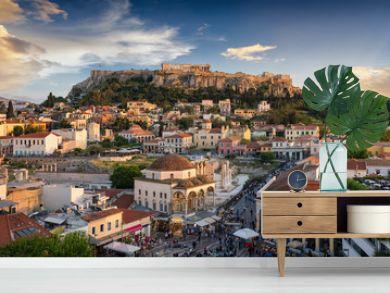 Die Altstadt Plaka und die Akropolis von Athen, Griechenland, bei Sonnenuntergang