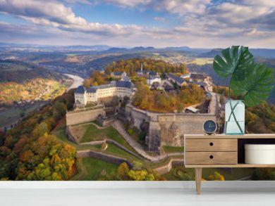 Königstadt, sächsische Schweiz, Festung Königstein im Herbst.