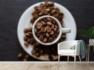 granos de café en tasa