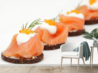 Canapes mit Lachs und Kaviar