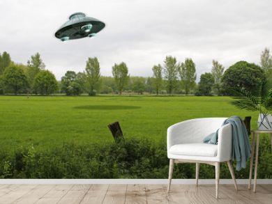 UFO über grüner Wiese