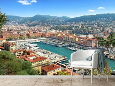 Vue du port de Nice et de l'arrière pays