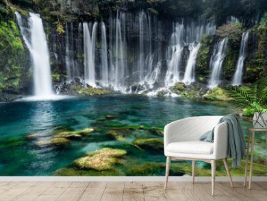 türkisblaue Wasserfälle