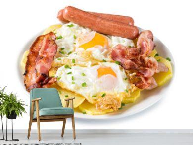 Huevos con bacon, salchichas y patatas
