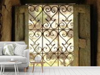 finestra con inferiate in una abitazione in Marocco