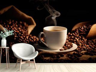 tazzina di caffè fumante