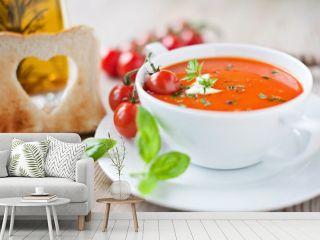 frische tomatensuppe und knuspriges toastbrot