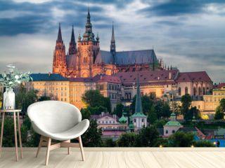 Prager Burg mit Veitsdom am Abend
