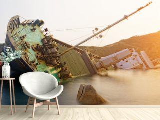 shipwreck , cargo ship
