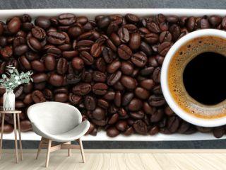 Expresso avec grains de café sur ardoise... bannière