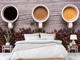 varietà di caffè in tazzina su sfondo legno