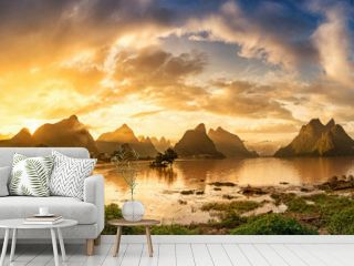 Sunrise of Guilin, Li River and Karst mountains. Located near Yangshuo County, Guilin City, Guangxi Province, China.