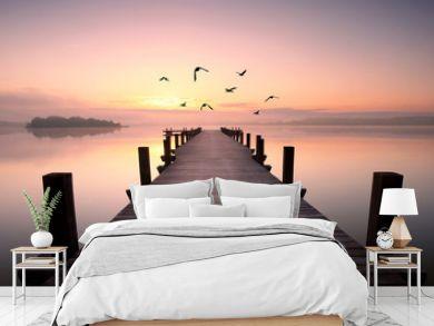 romantischer Steg mit Vögeln
