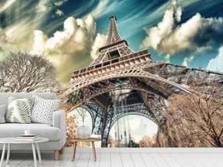 Wonderful street view of Eiffel Tower and Winter Vegetation - Pa