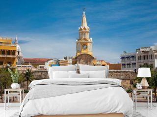 Vista de la icónica Torre del Reloj y el camellón de los mártires en la ciudad antigua de Cartagena de Indias en Colombia
