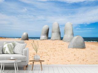 Hand Skulptur, von Punta del Este, Uruguay