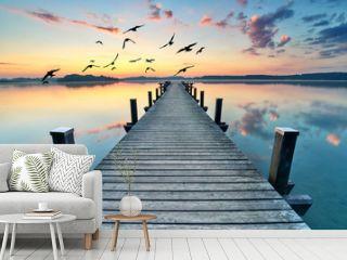 Sommermorgen am See, Badesteg in morgendlicher Stille