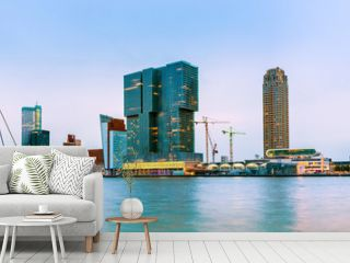Erasmusbrücke und Skyline von Rotterdam zur blauen Stunde, Niederlande