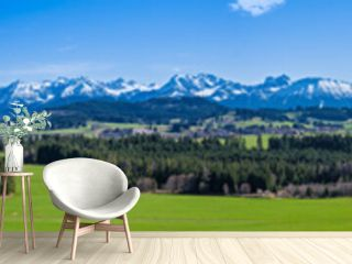 Wanderweg durch das Allgäu mit Blick auf die Alpen - hochauflösendes Panorama