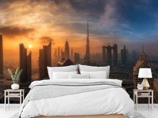 Nebliger Morgen über das Zentrum Dubais