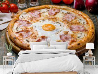 Carbonara pizza with bacon