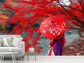 Travelers wear a kimono to see the beauty of autumn