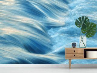 Wasser fließend, kräftig und energisch