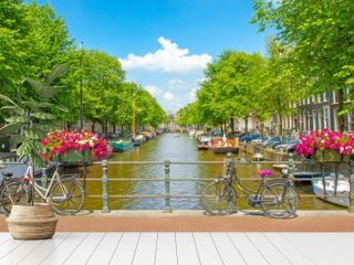 Schönes Amsterdam im Sommer