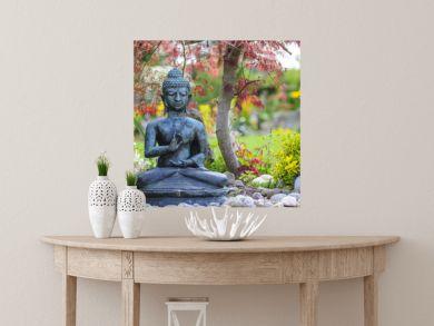 Buddha-Statue im Ziergarten